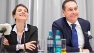 Haben derzeit gut lachen: AfD-Chefin Frauke Petry und der FPÖ-Vorsitzende Heinz-Christian Strache, hier bei einer Pressekonferenz im Februar 2016