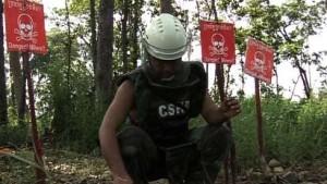 Früherer Soldat der Roten Khmer beseitigt Landminen