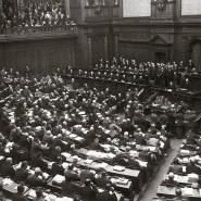 Weil der Reichstag sich gegen eine Notverordnung stellte, löste der Reichspräsident das Parlament auf und setzte Neuwahlen an.