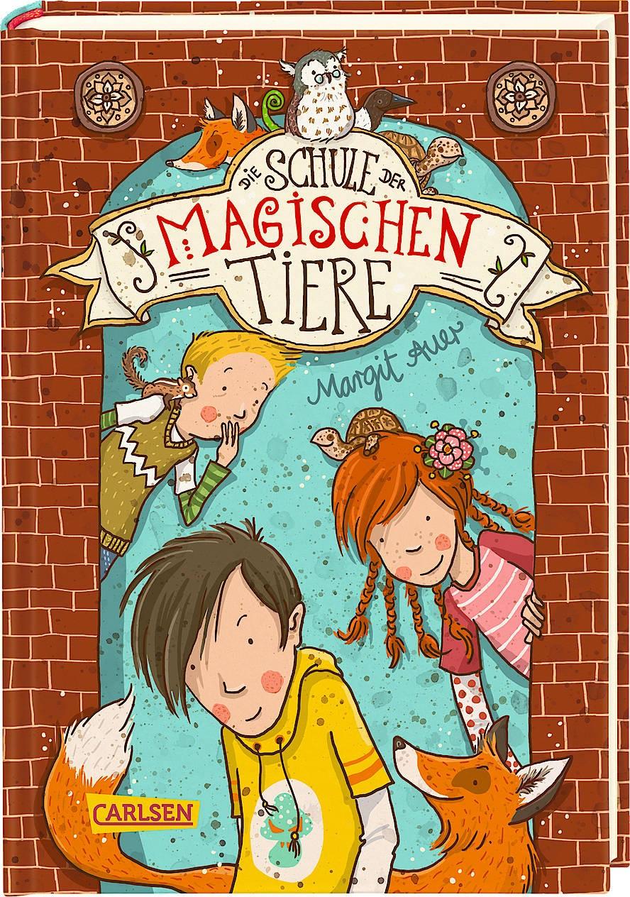 """Für die Buchserie """"Die Schule der magischen Tiere"""" wurde Auer 2019 mit dem Kinderbuchpreis """"Heidelberger Leander"""" ausgezeichnet."""