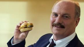 Kopie von Bayerns Hoeneß verkauft Bratwurst an McDonald''s
