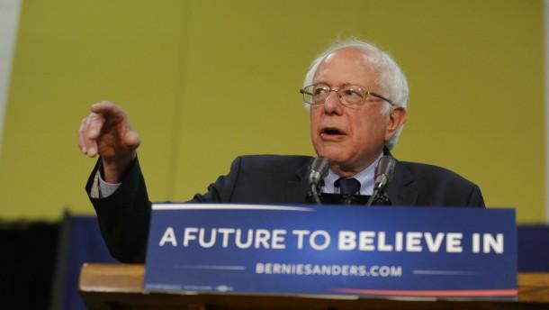 Sanders entlässt Hunderte Wahlkampfhelfer