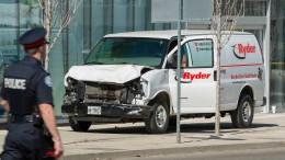 Lieferwagen rast in Menschenmenge – neun Tote und 16 Verletzte