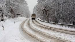 Stillstand auf Straßen nach Schneefällen in Hessen