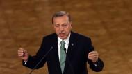 Erdogan ordnet die Schließung von mehr als 1000 Schulen an