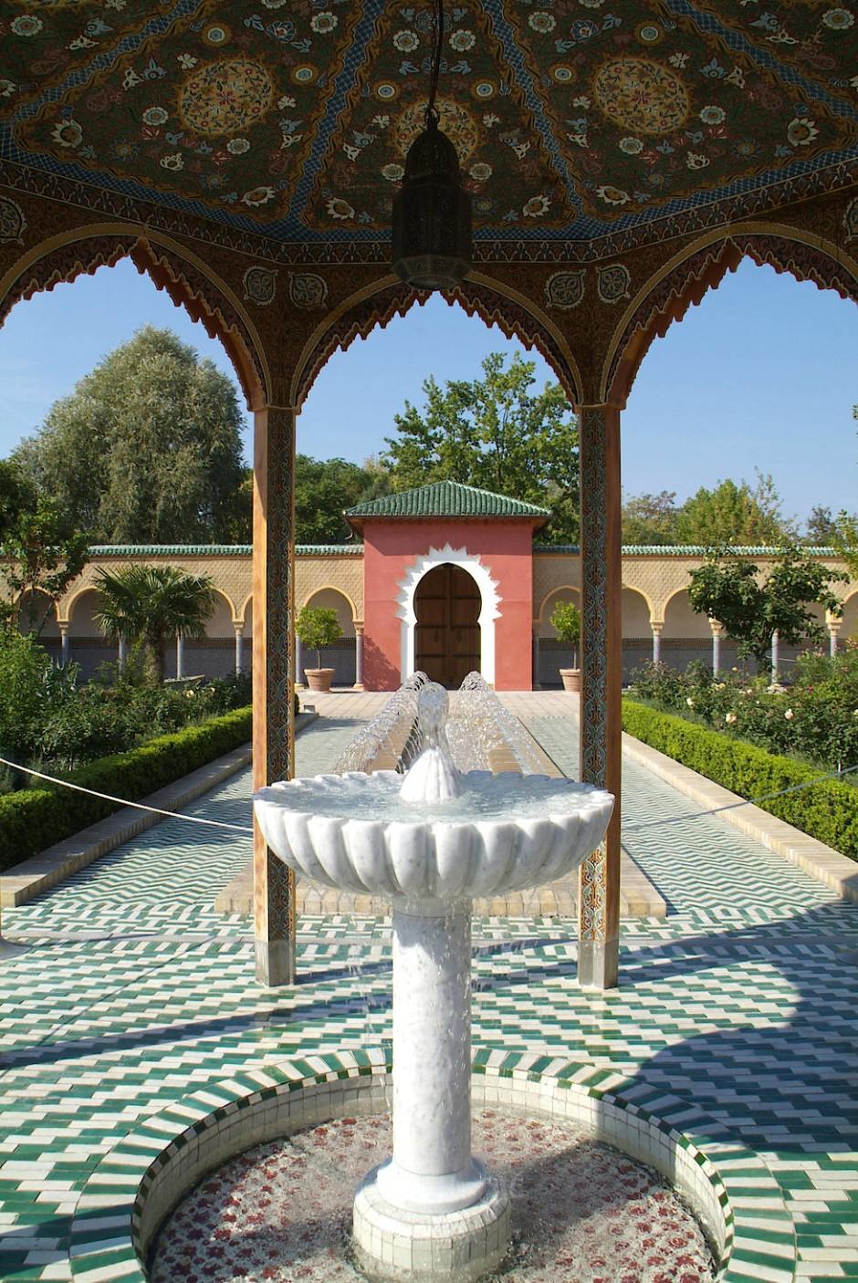 """Wasser ist das prägende Element: orientalischer Teil in den """"Gärten der Welt"""" in Berlin."""