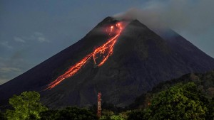Vulkan Merapi spuckt Lava