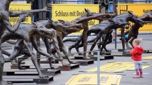 Wolfsmenschen als Zeichen gegen Hetze