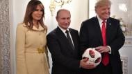 Bester Laune: Melania Trump, Wladimir Putin und Donald Trump in Helsinki