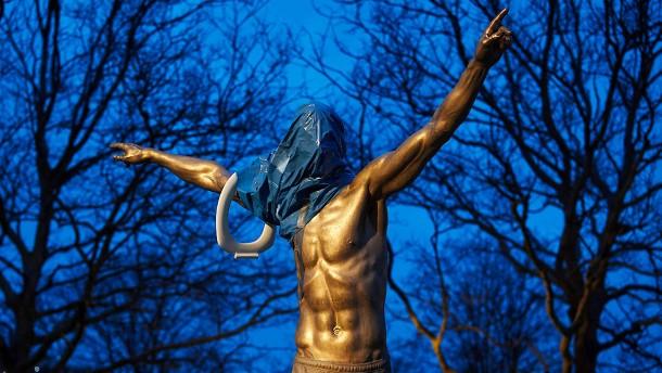Weg mit der Ibrahimovic-Statue!