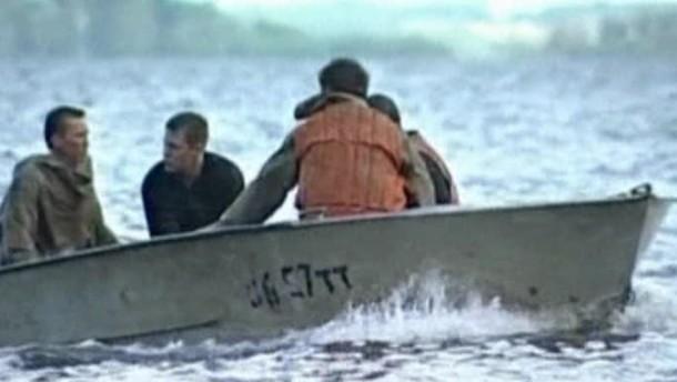 Schiff gesunken -  mehr als hundert Tote