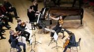 Endlich geraten sie außer sich: Das Streichquartett der Berliner Staatskapelle mit Elisabeth Leonskaja im Boulez-Saal.