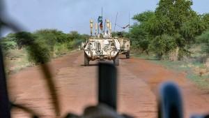 Kramp-Karrenbauer besucht Bundeswehrsoldaten in Mali