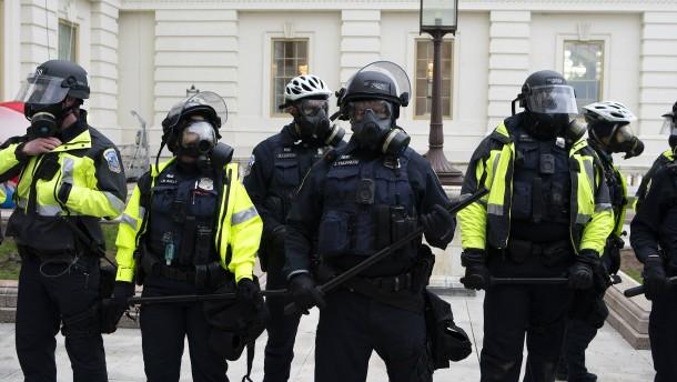 Warum konnte die Polizei die Aufrüher nicht stoppen?