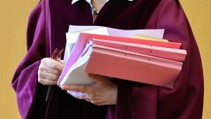 Im Mutterschutz darf Richterin nicht verhandeln