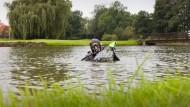 Schätze aus dem Trüben: Der Golfballtaucher Sascha Kruse aus Schleswig-Holstein im Einsatz