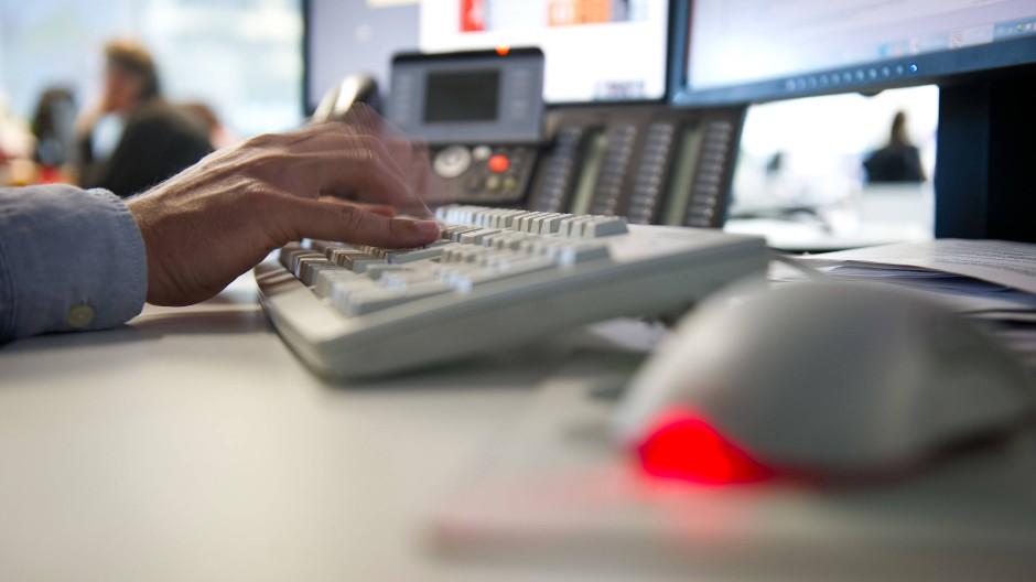 Welche Datenschutz-Pflichten haben Konzerne jetzt? Darüber wissen selbst die Anwälte nicht Bescheid.