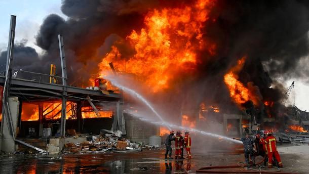 Großbrand am Hafen von Beirut