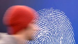 Daumen drauf: Viele Bankkunden loggen sich schon per Fingerabdruck in ihr Konto ein.