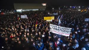 Zentralrat der Juden nennt Pegida brandgefährlich