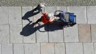 Das Armutsrisiko alleinerziehender Mütter in Deutschland habe sich seit den achtziger Jahren nur wenig verändert, stellt die Soziologin fest.