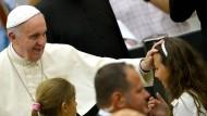 Papst warnt vor zu viel Internet