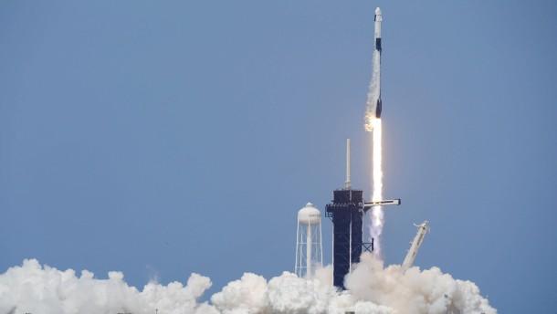 Erste bemannte SpaceX-Rakete erfolgreich gestartet