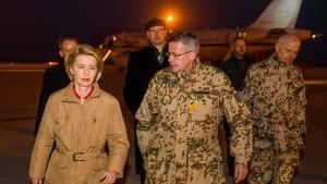Von der Leyen besucht Bundeswehrsoldaten in Afghanistan