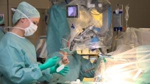 Hellwach bei der eigenen Hirn-Operation