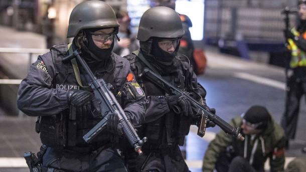 Sturmgewehre für Polizei: Hessen rüstet im Kampf gegen islamistischen Terror auf