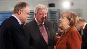Merkel will mit Abschiebungen zur freiwilligen Ausreise motivieren