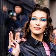 Bella Hadid zeigt, wie es geht: Blaues Make-Up lässt die Augen strahlen.