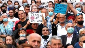 Tausende demonstrieren in Sarajevo wegen unaufgeklärter Verbrechen