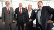 Finanzminister Olaf Scholz (2.v.r.) mit den Herausgebern der F.A.Z., Berthold Kohler, Werner D'Inka und Jürgen Kaube (v.l.n.r.)