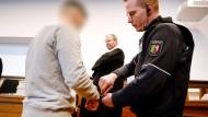 Der Hauptangeklagte in dem Fall wurde zu einer lebenslangen Freiheitsstrafe verurteilt, der zweite Angeklagte zu drei Jahren und neun Monaten.