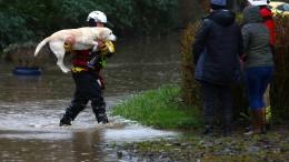 Starke Unwetter überschwemmen die Straßen