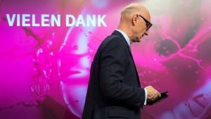 Der Telekom-Chef muss nach Berlin