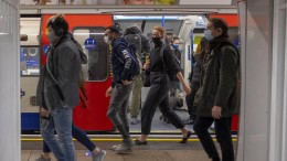 Großbritannien will junge Freiwillige mit dem Coronavirus infizieren