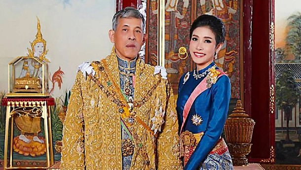 Der thailändische König spricht seine Zweitfrau frei