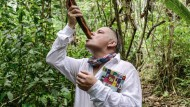 """Für seine Recherche reiste der Autor Ronald Schenkel durch Perus Regenwald. Von einem ihrer Schamanen geleitet, trank er die Dschungel-Droge """"Ayahuasca""""."""