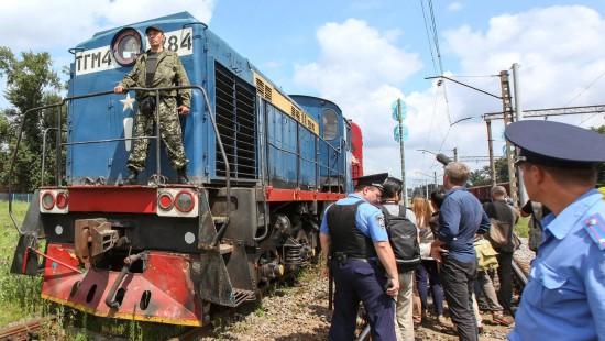 Zug mit den MH17-Opfern in Charkiw eingetroffen