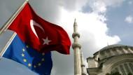 Der Ball liegt in Ankara