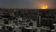 """""""Für die Moral ist es wichtig, dass die Menschen bleiben"""": Raketeneinschlag im Rebellengebiet östlich von Damaskus"""