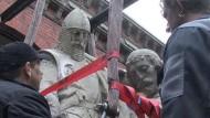 Spektakulärer Umzug der Preußen-Herrscherstatuen