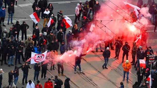 Straßenschlacht an Polens Gedenktag