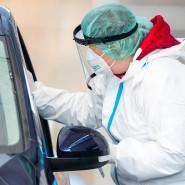 Corona-Test bei einem Autofahrer in Nürtingen
