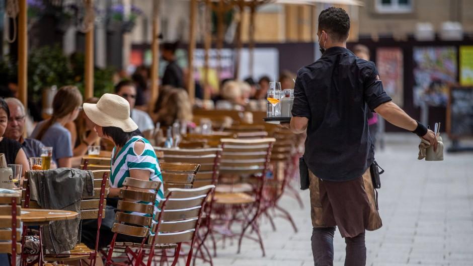 Noch läuft das Geschäft mit der Außengastronomie: In der Branche wächst die Sorge vor steigenden Infektionszahlen und dem Herbst.