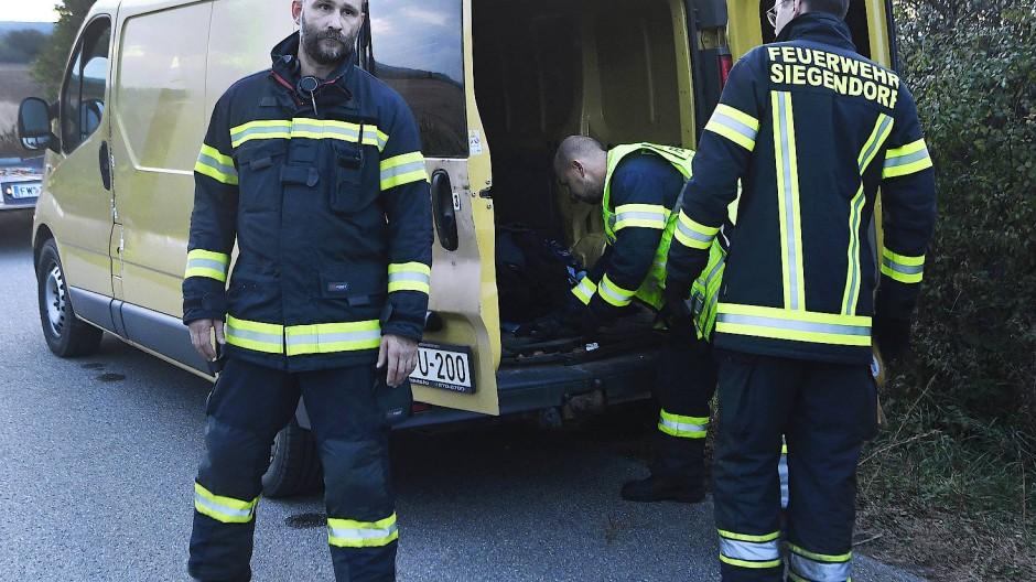 Menschenunwürdige Bedingungen: Zwei der rund 30 Migranten überlebten die Fahrt im Kleintransporter nicht.