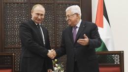 Putin bückt sich nach Kopfbedeckung