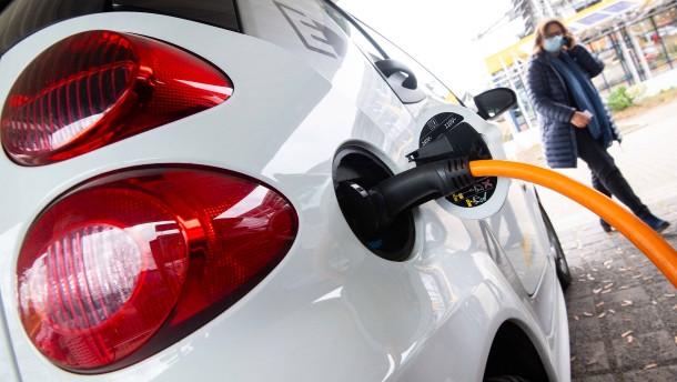 Strom fürs Auto bleibt steuerfrei